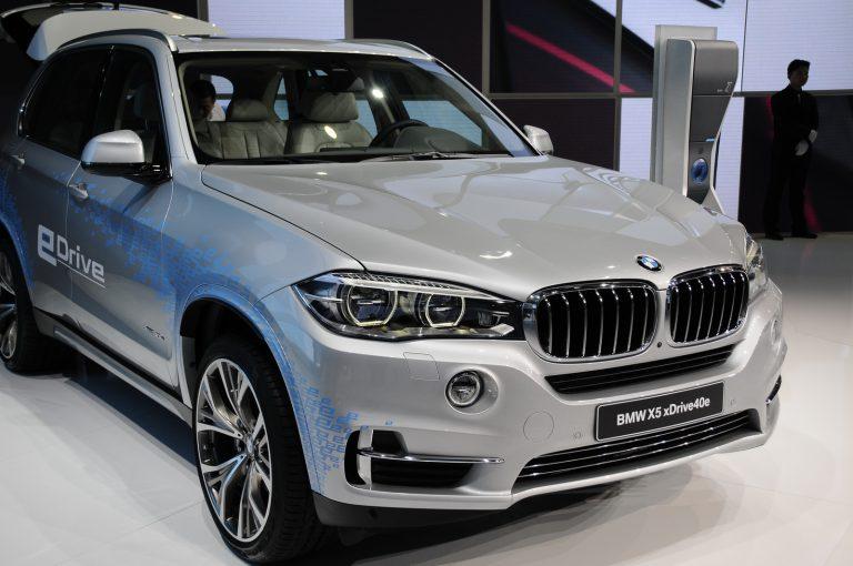BMW X5 Hybrid Bensin Hadir di Shanghai Auto Show