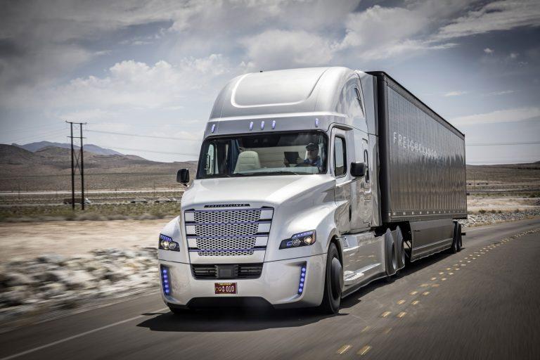 Daimler Uji Coba Truk dengan Self Driving di Nevada