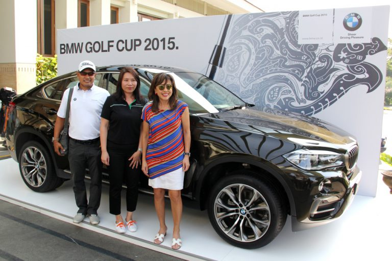 Gelar Turnamen Golf Amatir, BMW Ganjar Hole-in-One dengan BMW 4 Series Gran Coupé.