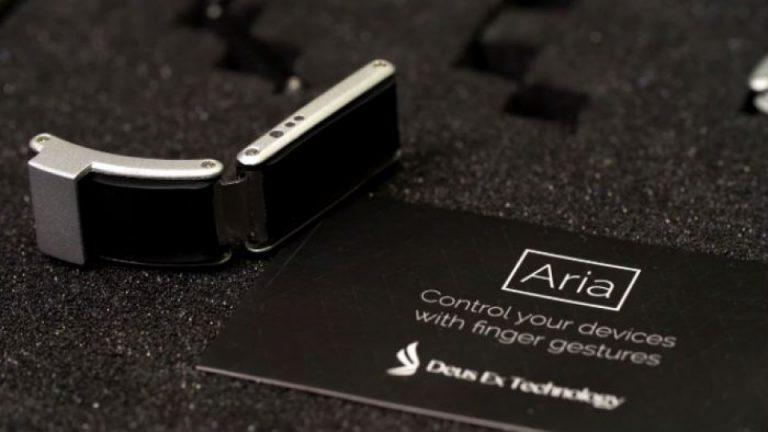 Sisipkan Fitur Gesture, Aria Buat Clip-on untuk Android Wear dan Pebble Time