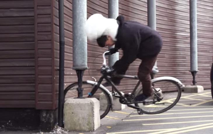 Airbag Khusus Ini Bisa Lindungi Kepala dan Leher Pengguna Sepeda