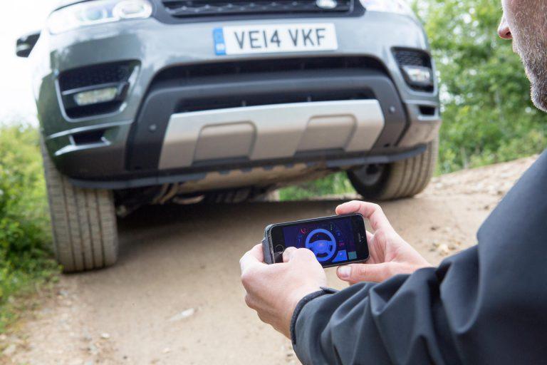 Jaguar Land Rover Perkenalkan Remote Control untuk Kendalikan Kendaraan