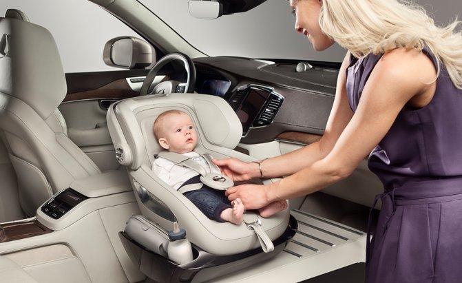 Volvo Perhatikan Keamanan Bayi dalam Kendaraan