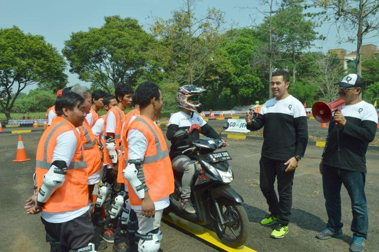 Rifat Sungkar Mulai Latih Pengemudi Go-Jek di Pondok Cabe