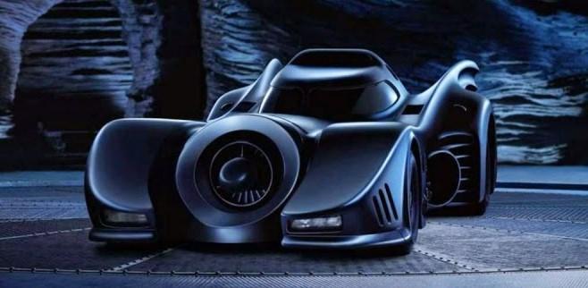 Replika Mobil Batman dan Knight Rider Semarakkan Gelaran IIMS 2015