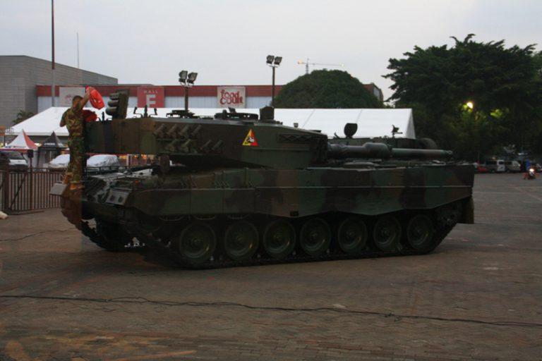 Tongkrongan Sangar Tank Leopard Ada di IIMS 2015