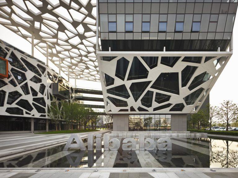 Alibaba Gandeng Foxconn untuk Investasi ke India