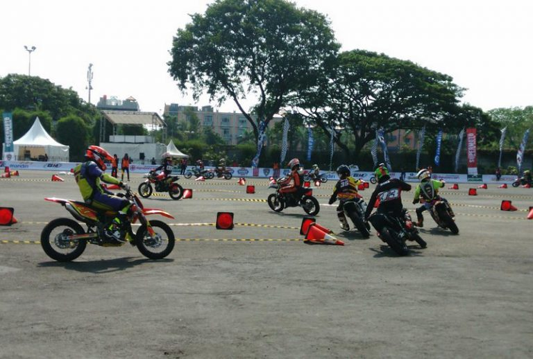Super Moto dan ASEAN Stunt Day Jadi Tontonan Menarik di IIMS 2015