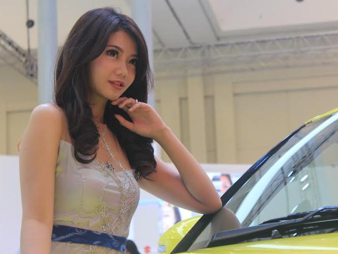 Suzuki Angels Hangatkan Booth Suzuki