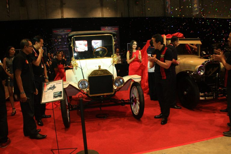 Menjelang Penutupan IIMS 2015, Mobil-Mobil Klasik Menyerbu JIExpo Kemayoran