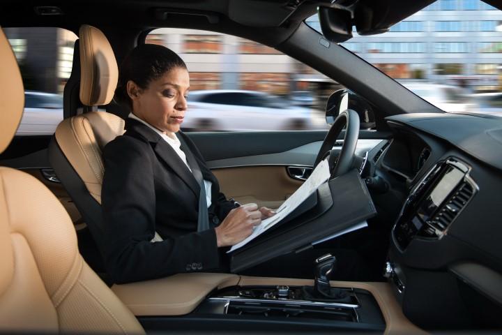 Dalam Sebuah Video, Volvo Jelaskan Fungsi Auto Pilot di Kendaraannya.