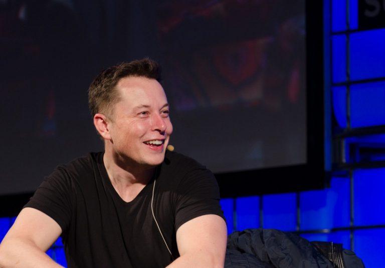 Elon Musk Sebut Apple Sebagai 'Tesla Graveyard'