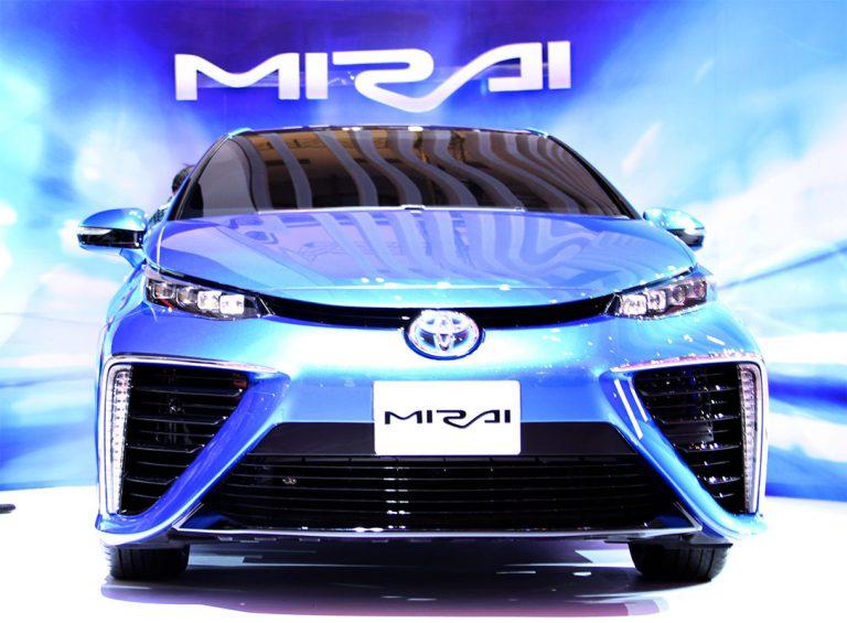 Toyota Mulai Jual Mirai tepat di Perayaan 30 Tahun Back to The Future