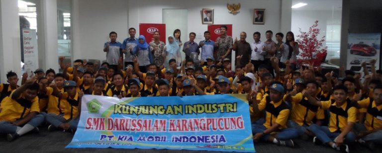 Kampanye Kia 'Family Like Care Plus'  Dukung Pelajar Indonesia di Otomotif