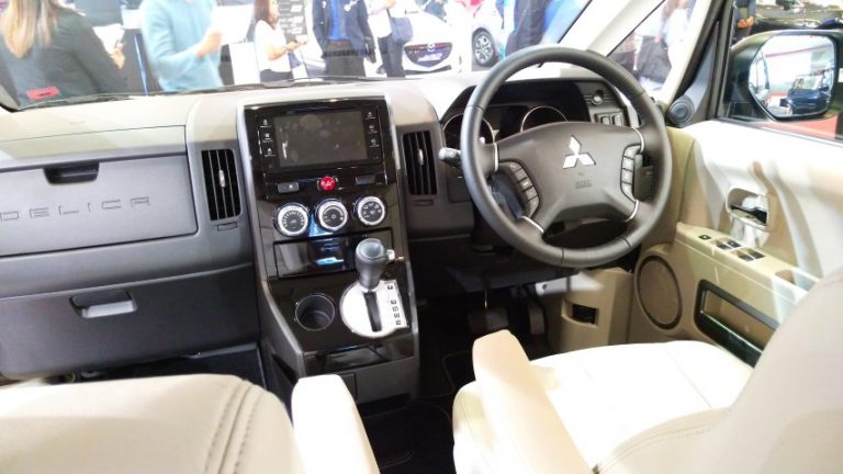 Ini Dia Perbedaan Mitsubishi Delica Royal dengan Delica Standar