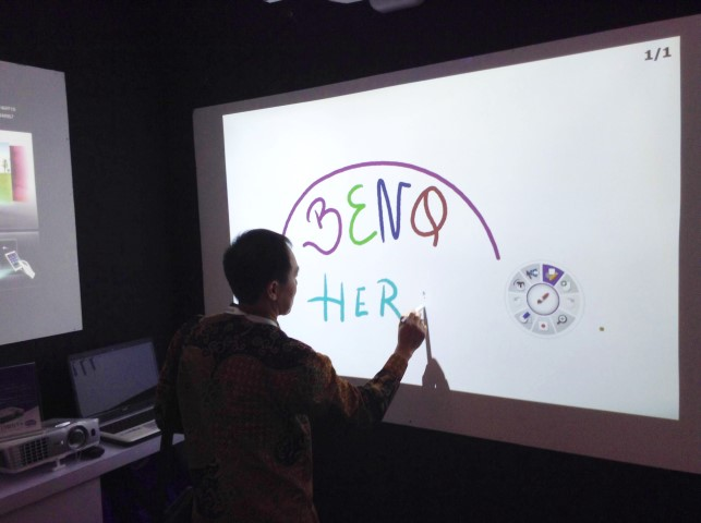 BenQ Beri Solusi Inovatif di Connect Expo Com Indonesia (CECI) 2015