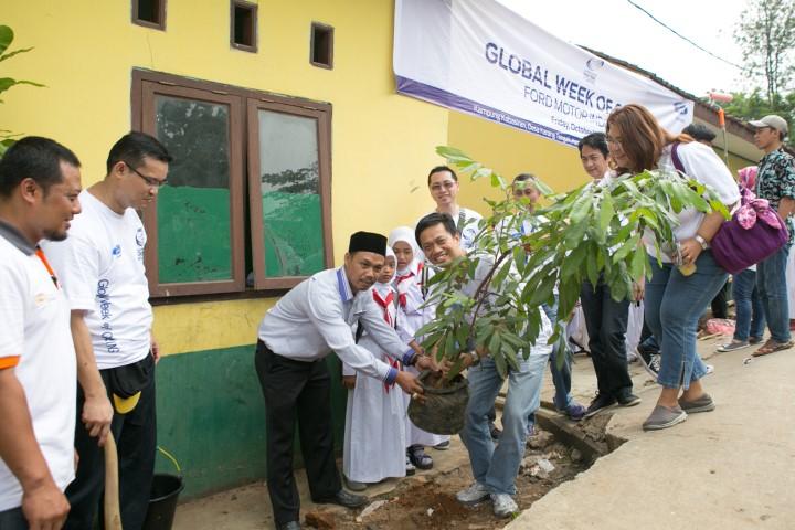 Sukseskan Proyek Ford Volunteer Corps, Ford Bersama ACT Gelar CSR di Desa Karang Tengah
