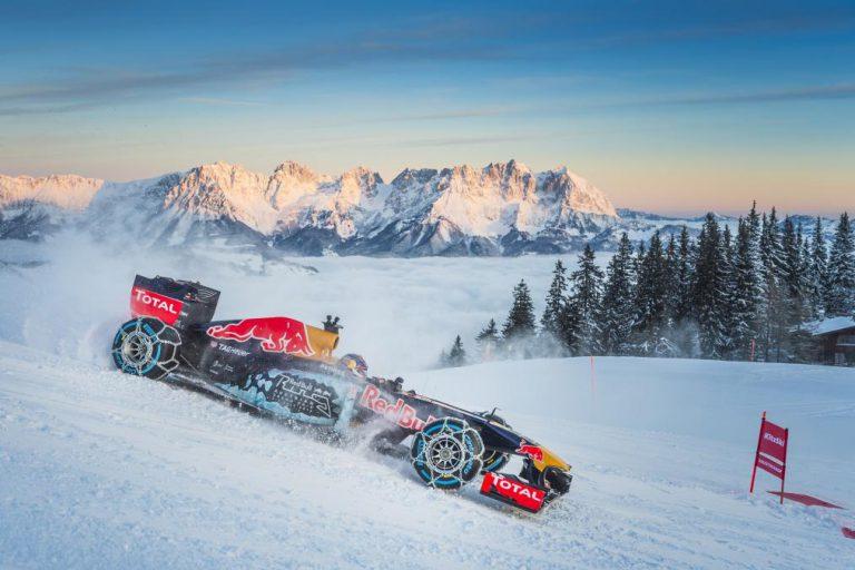 Red Bull Racing RB7 Lakukan Aksi Ekstrim di Atas Salju