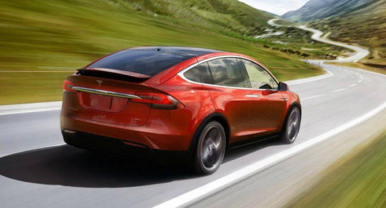 Rayakan Tahun Baru Imlek, Tesla Hadirkan Pilihan Warna Merah di Model X