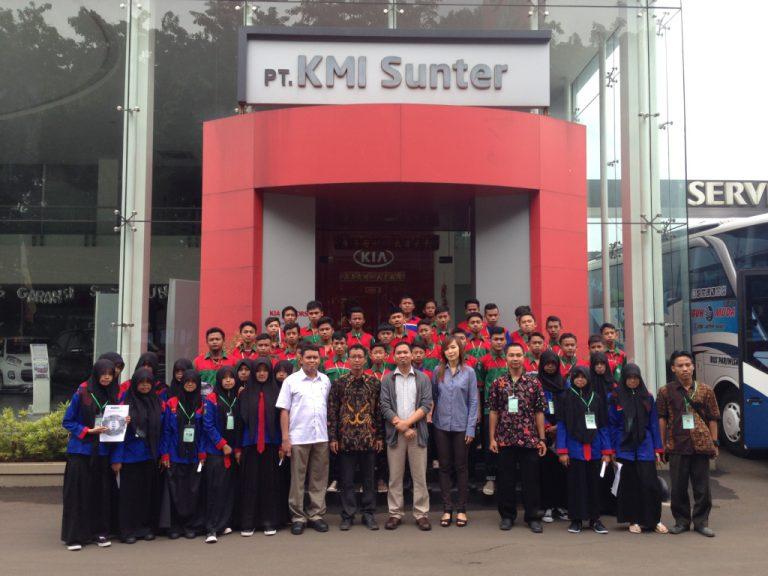 Kia Mobil Indonesia Dikunjungi Pelajar SMK dari Sampang dan Banyumas