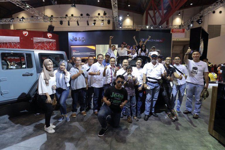 Penggemar Jeep Wrangler Sambangi Garansindo World di IIMS 2016