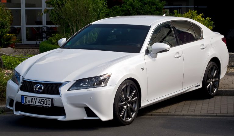 Lexus Sukses Pasarkan Mobil Hybrid Lebih dari 1 Juta Unit