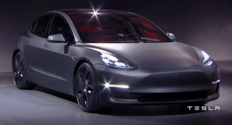 Jika Tesla Model 3 Laris, FCA Akan Buat Juga Mobil Listrik untuk Saingi Tesla