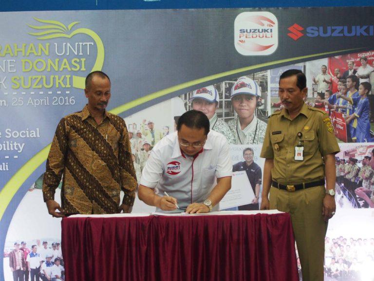 Suzuki Donasikan Beberapa Unit dan Mesin ke Sekolah-Sekolah di Kalimantan