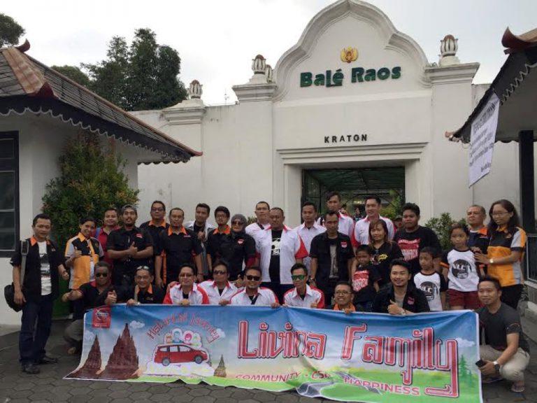 Pemilik Nissan Grand Livina Lakukan Gathering 'LivinAlife 2016' di Candi Prambanan