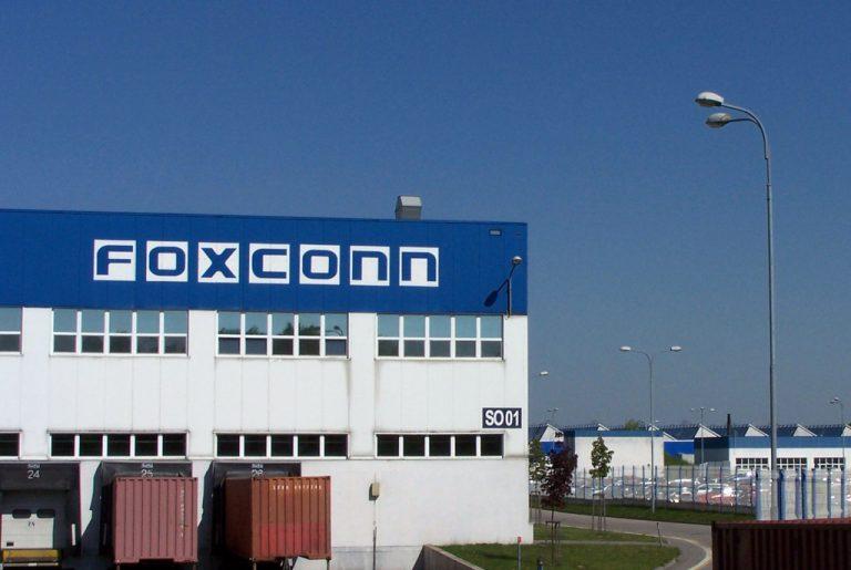 Foxconn Siap Gantikan 60 Ribu Karyawan Pabriknya dengan Robot