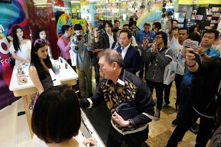 Jalin Kerja Sama Strategis, Produk Fujifilm Instax Dijual di Erafone