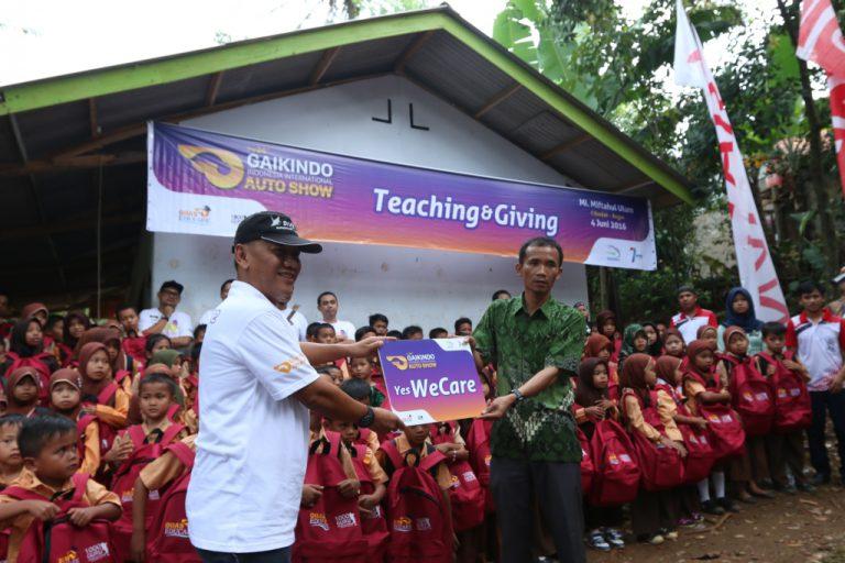 Madrasah Ibtidaiyah Miftahul Ulum Bogor Dapat Bantuan Sarana Edukasi dari Program CSR 'GIIAS Educare 2016'