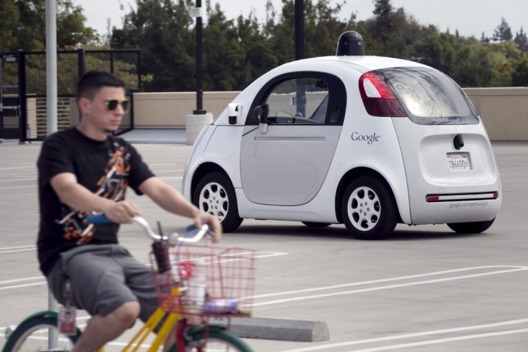 Hebat! Google Self-Driving Car dapat Baca Sinyal Tangan Pengendara Sepeda