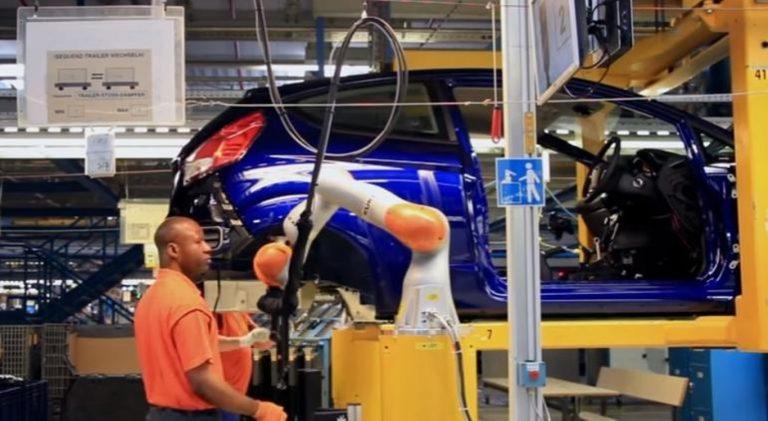 Pabrik Ford Gunakan Co-bot Untuk Bekerja Dengan Manusia