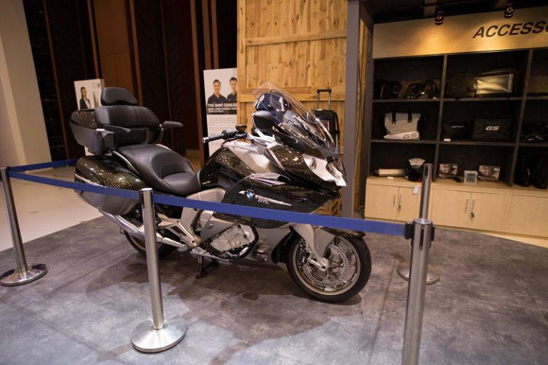"Dua Flagship BMW Motorrad ""Sold Out"" di Hari Pertama GIIAS 2016"