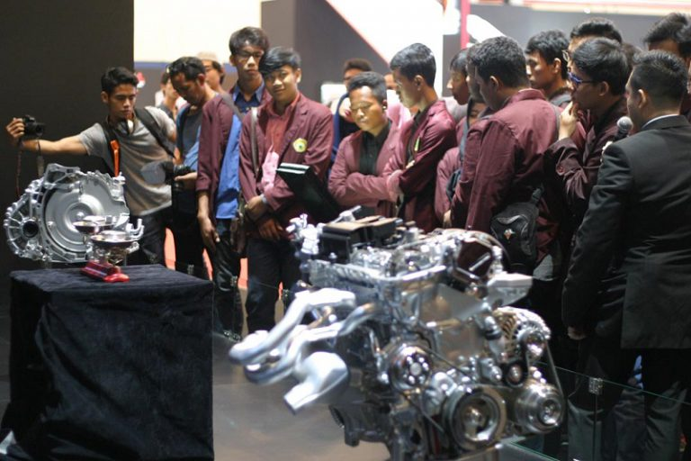 Unjuk Teknologi Baru, Mazda Sambut Positif GIIAS Student's Day