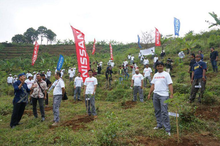 PT NMI Ajak Karyawannya Tanam 6000 Pohon di Purwakarta dan Sukabumi