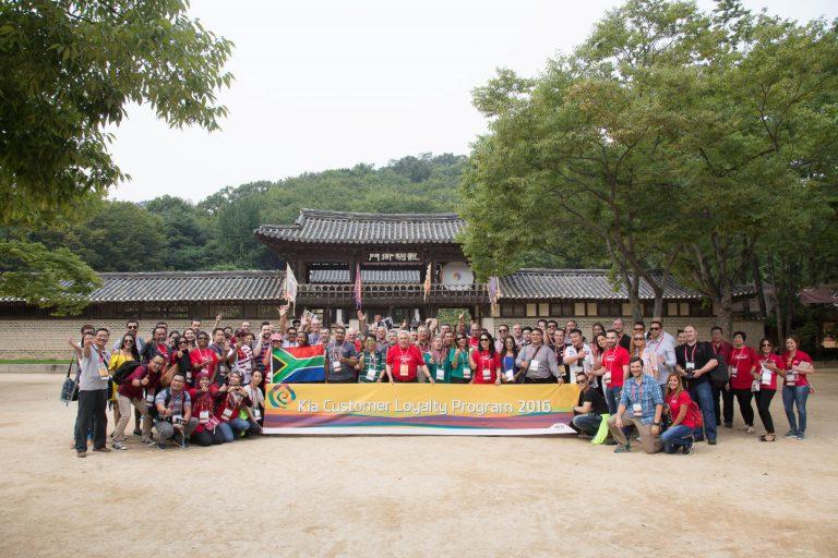 Rajin Servis ke Bengkel Resmi KIA, Tiga Pasangan ini Dapat Liburan Gratis ke Korea