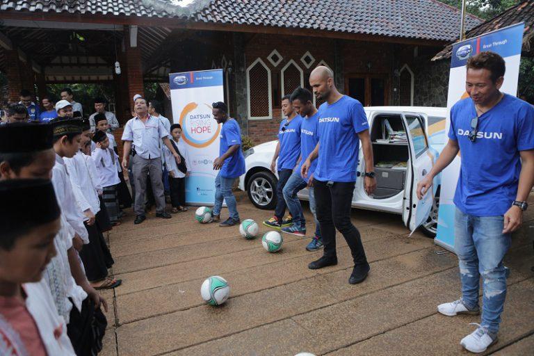 "Punggawa ""Maung Bandung"" Dukung DRH 2, Donasikan Buku dan Alat Olahraga"