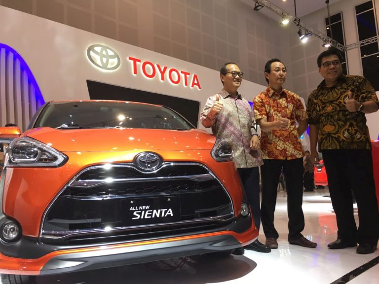"Toyota Berikan Semangat ""Lets Go Beyond"" di GIIAS Surabaya"