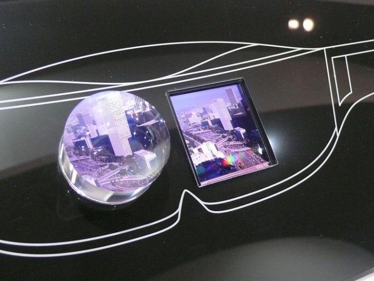 Incar Pasar Display Headset VR, Sharp Pamerkan Layar Kecil dengan Densitas 1.000 ppi