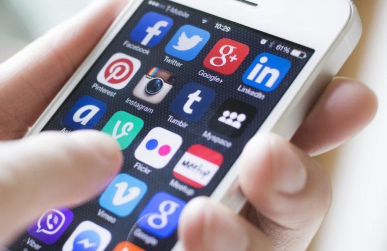 Saat Menunggu, Koneksi Internet Lebih Penting Ketimbang Ditemani Kerabat