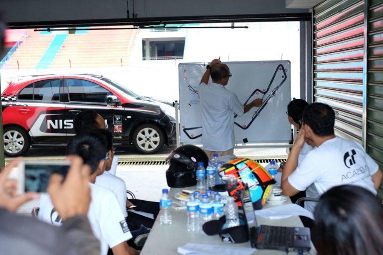 Diandra Gautama Beri Pembekalan Kepada 6 Pemenang Nisssan GT Academy 2016