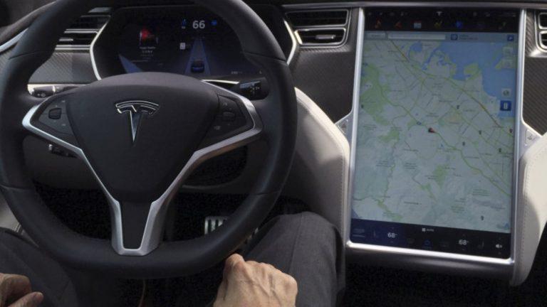 Jerman Peringatkan Pengguna Tesla Untuk Sistem Autopilot di Mobil Otonom