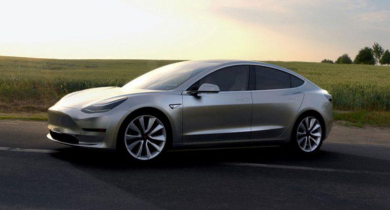 Setiap Mobil Tesla akan Dibuat dengan Teknologi Full Otonom