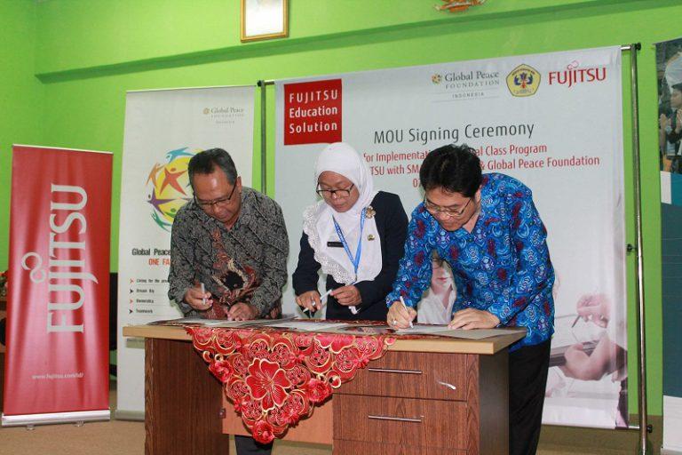 Fujitsu Ujicoba Sistem Belajar Berbasis Digital di SMA Negeri 74 Jakarta