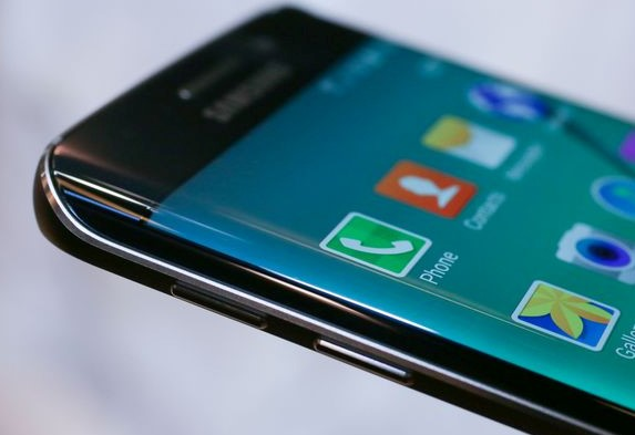 Pengguna Samsung Galaxy S6 dan S6 Edge Akan Dapatkan Nougat
