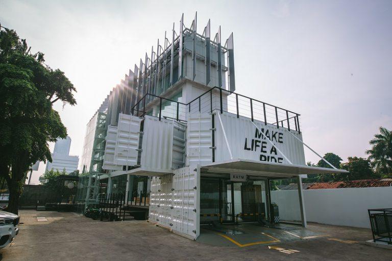 BMW Motorrad Indonesia Flagship Store Hadir di Cilandak