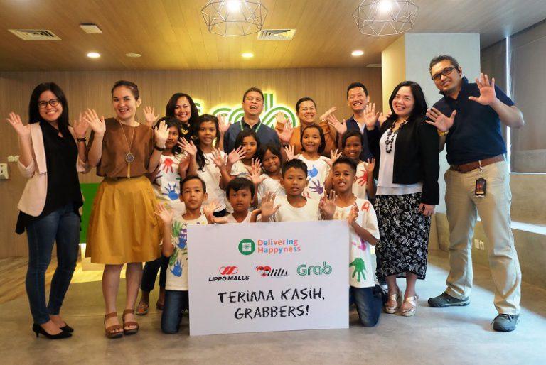 """Lewat """"Delivering Happyness"""", Grab Berikan Keceriaan untuk Anak Indonesia"""