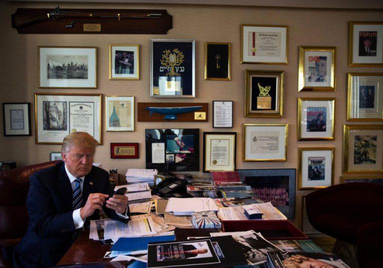 Sejak Dilantik, Donald Trump Wajib Ganti Smartphone Samsung Galaxy Miliknya